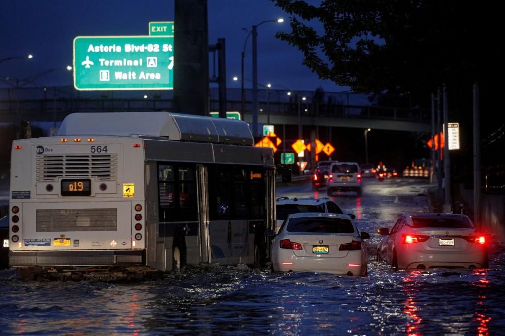 Καταιγίδα Άιντα – Τουλάχιστον 9 νεκροί στις ΗΠΑ – Χάος σε Νέα Υόρκη και Νιου Τζέρσι