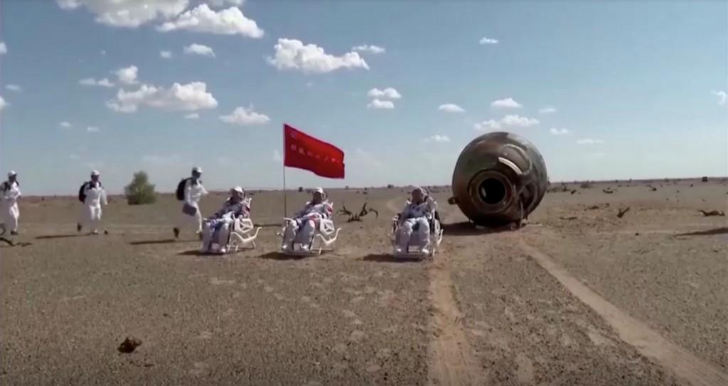 Πίσω στη Γη οι αστροναύτες που έμειναν τρεις μήνες στον κινεζικό διαστημικό σταθμό