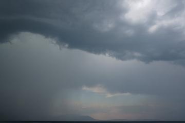 Καιρός – Βροχές και καταιγίδες την Κυριακή – Χάρτες με το πού θα χτυπήσει η κακοκαιρία