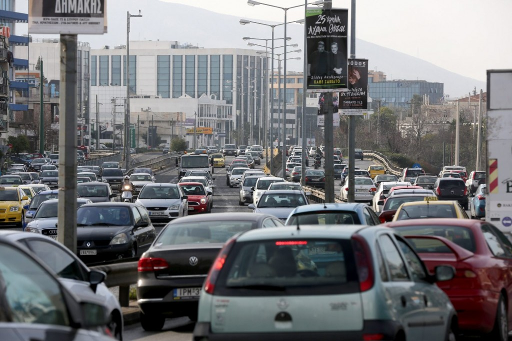 Κίνηση τώρα – Ουρές χιλιομέτρων στον Κηφισό – Ποιοι δρόμοι της Αθήνας βρίσκονται στο «κόκκινο»