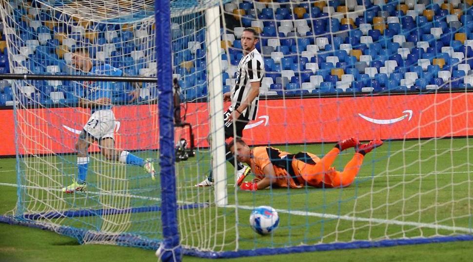Μεγάλη νίκη της Νάπολι επί της Γιουβέντους με ανατροπή (2-1)