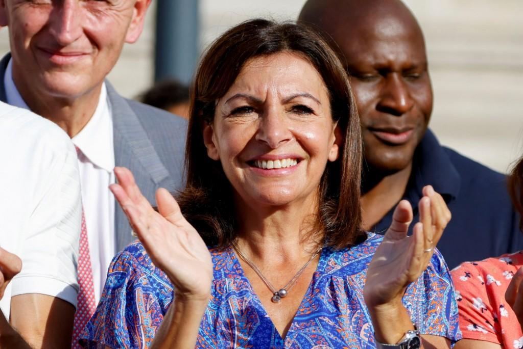 Γαλλία – Η σοσιαλίστρια δήμαρχος του Παρισιού, Αν Ινταλγκό ρίχνεται στη μάχη για την προεδρία της χώρας