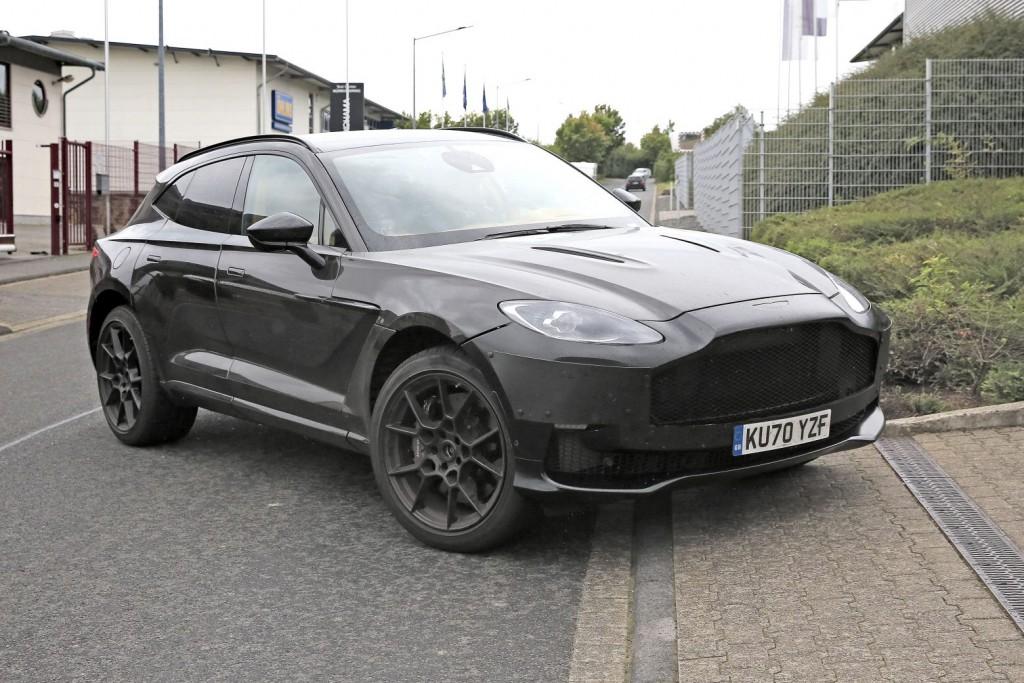 Aston Martin DBX: Πληθωρικοί σχηματισμοί