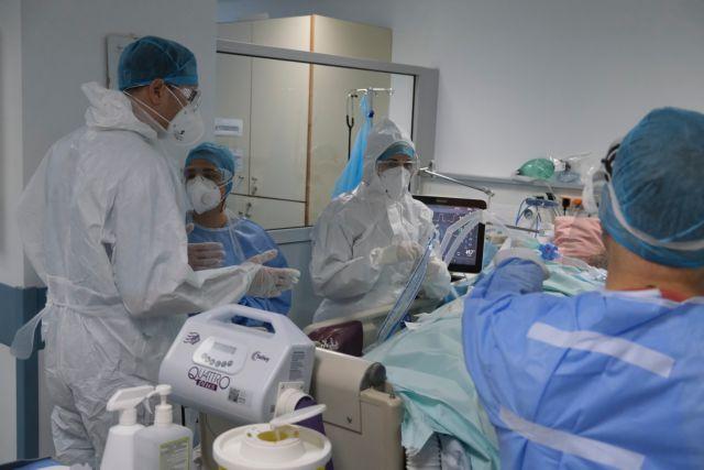 Κοροναϊός – Μόνιμη ανοσία με τρίτη δόση ενώ τα σύννεφα του ιού πυκνώνουν στη Β. Ελλάδα