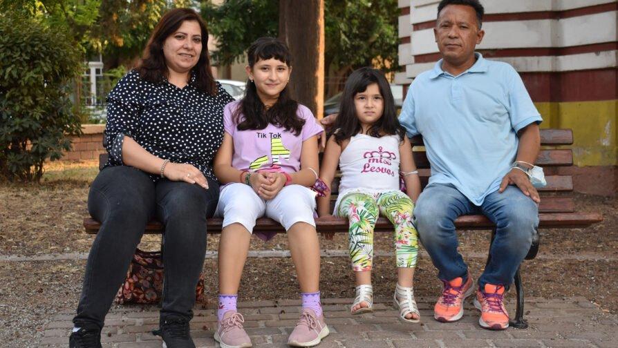 Ένα κορίτσι πρόσφυγας από το Αφγανιστάν παίρνει υποτροφία για να συνεχίσει το σχολείο στην Αμερική