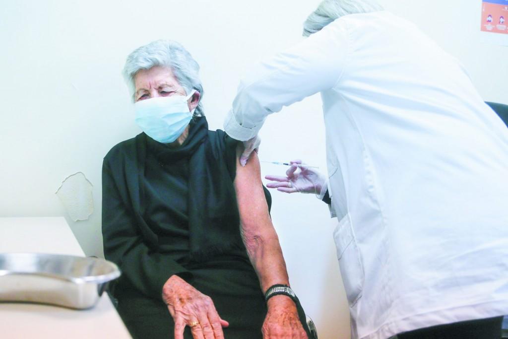 Γώγος – Ο πλήρης εμβολιασμός για τις ευάλωτες ομάδες ολοκληρώνεται με την τρίτη δόση