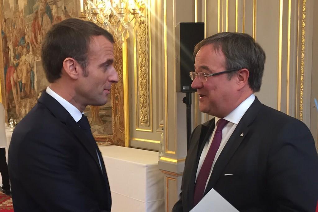 Γαλλία – Επαφές Μακρόν με τους δύο υποψήφιους για τη γερμανική καγκελαρία