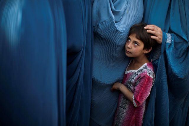 Αφγανιστάν – Οι Ταλιμπάν θέλουν να πάρουν τα παιδιά από τις ανύπαντρες μητέρες