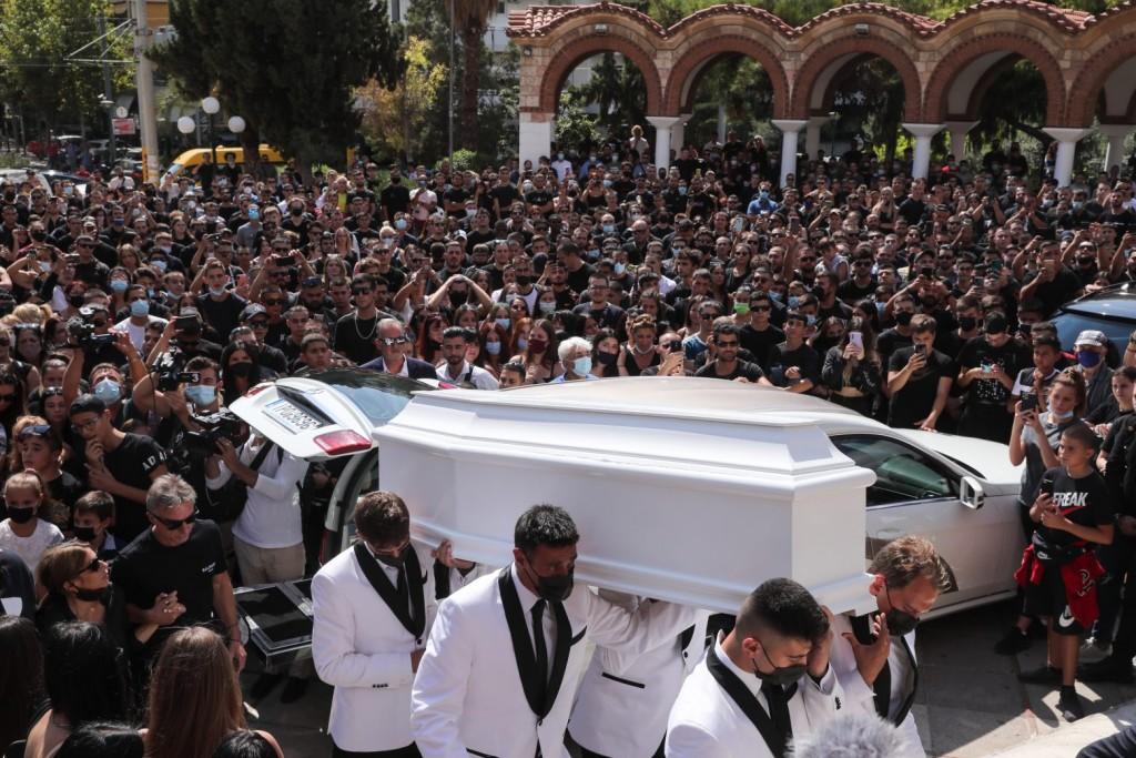 Mad Clip – Θλίψη στο τελευταίο αντίο στον τράπερ – Συγκλονιστικές στιγμές στην κηδεία