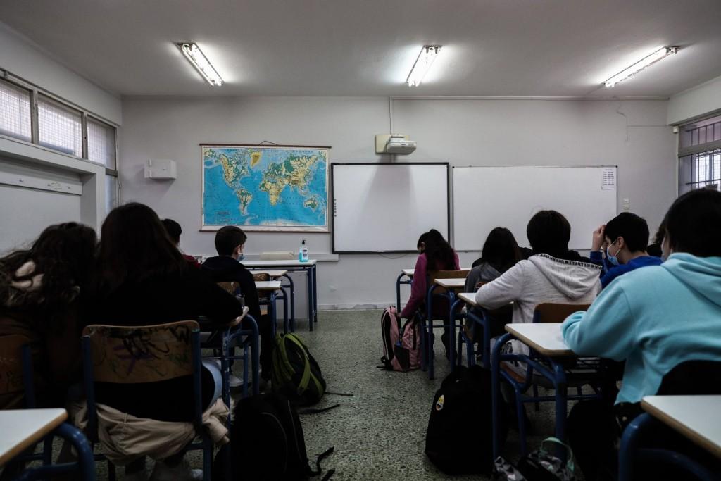 Κεραμέως – Δεν θα υπάρξει οριζόντιο κλείσιμο των σχολείων – Τι θα γίνει με τα πανεπιστήμια