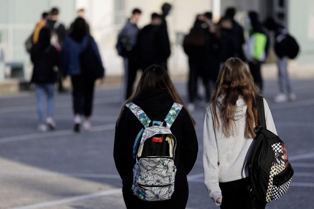Σχολεία – Οι παράγοντες που θα κρίνουν αν μείνουν ανοιχτά – Οι εκτιμήσεις και οι προτάσεις των ειδικών