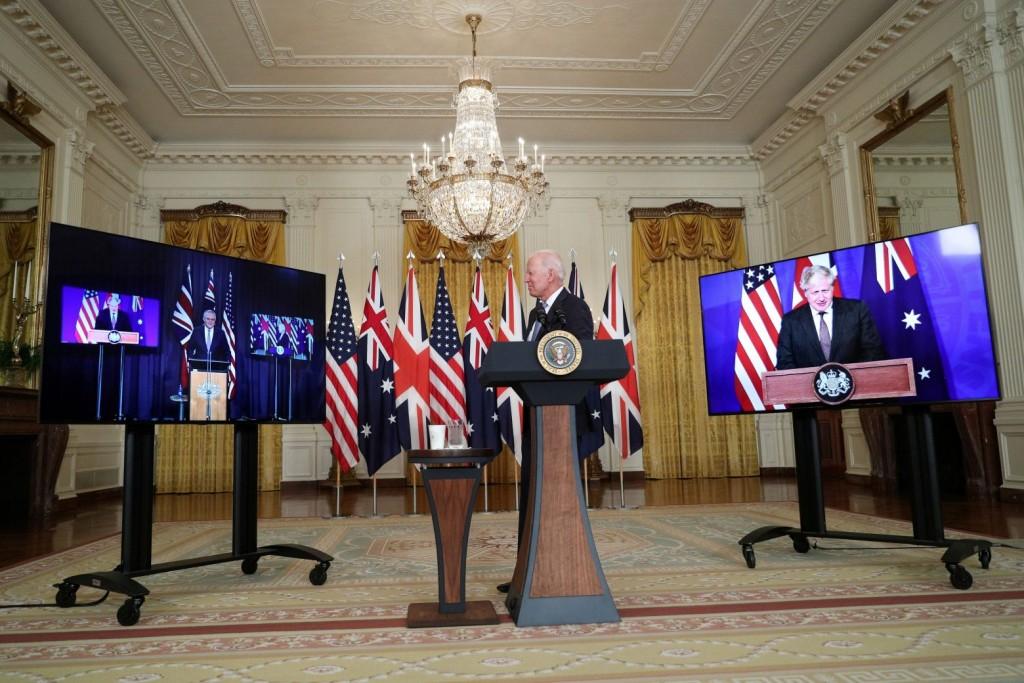 AUKUS – Η Γαλλία ξεκίνησε τα αντίποινα – Ανακαλεί τους πρέσβεις της από ΗΠΑ και Αυστραλία