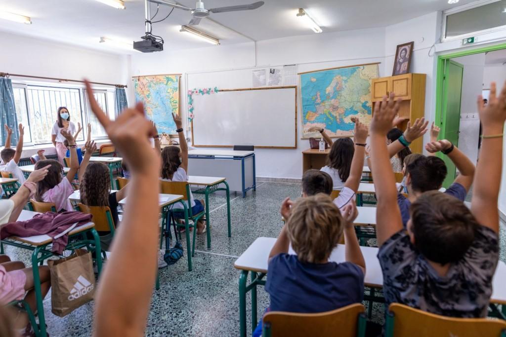 Κοροναϊός – Τα «κλειδιά» για να μείνουν τα σχολεία ανοιχτά – Τι λένε οι ειδικοί