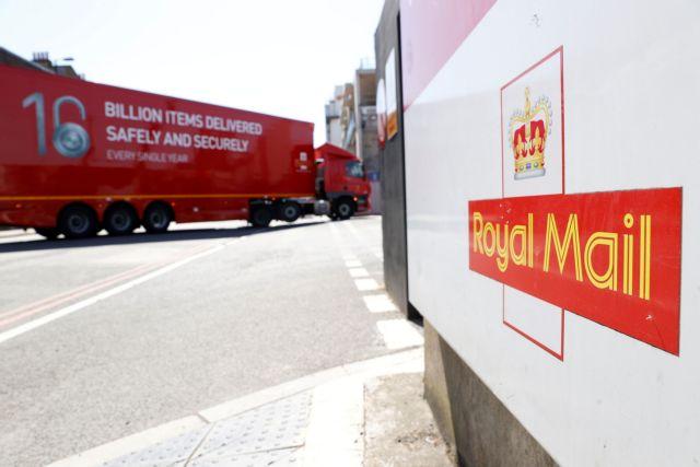 Οδηγούς φορτηγών ψάχνει η Βρετανία, φόβοι για ελλείψεις τροφίμων τα Χριστούγεννα