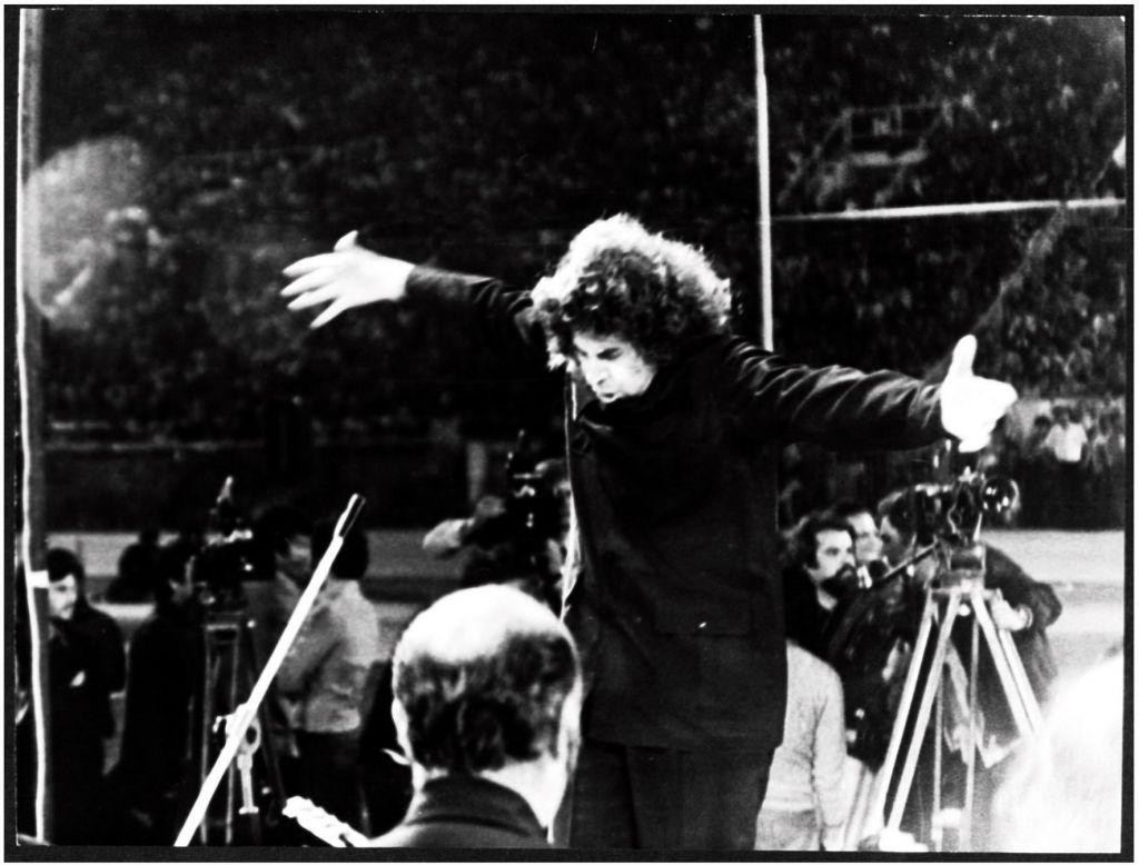 Μίκης Θεοδωράκης – Η ιστορική συναυλία στο Καραϊσκάκη