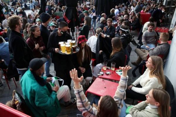 Βρυξέλλες – Με υγειονομικό πιστοποιητικό σε μπαρ, εστιατόρια και νυχτερινά κέντρα από την 1η Οκτωβρίου