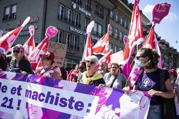 Ελβετία - Συμπλοκές μεταξύ αστυνομίας και διαδηλωτών, σε κινητοποίηση κατά των υγειονομικών μέτρων