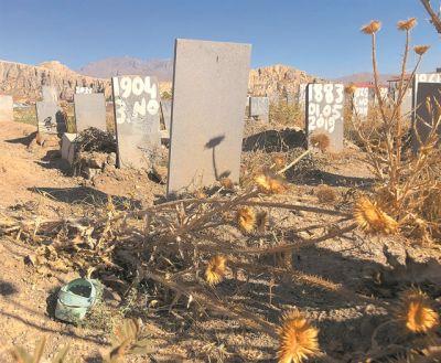 Οι τάφοι έγραφαν «Κανένας», «Παιδί» και «Αφγανός»