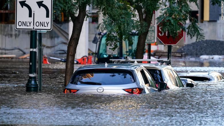 Τυφώνας Άιντα – Δεκάδες νεκροί – Συγκλονιστικές εικόνες από τις πλημμύρες