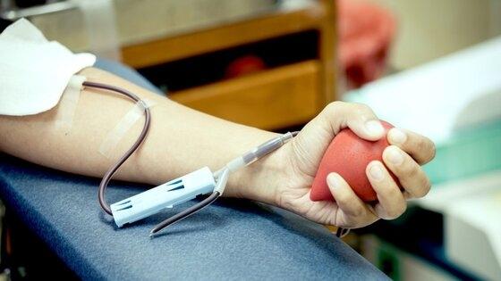 Απίστευτη καταγγελία – Αντιεμβολιαστές αρνούνται να λάβουν αίμα από εμβολιασμένους