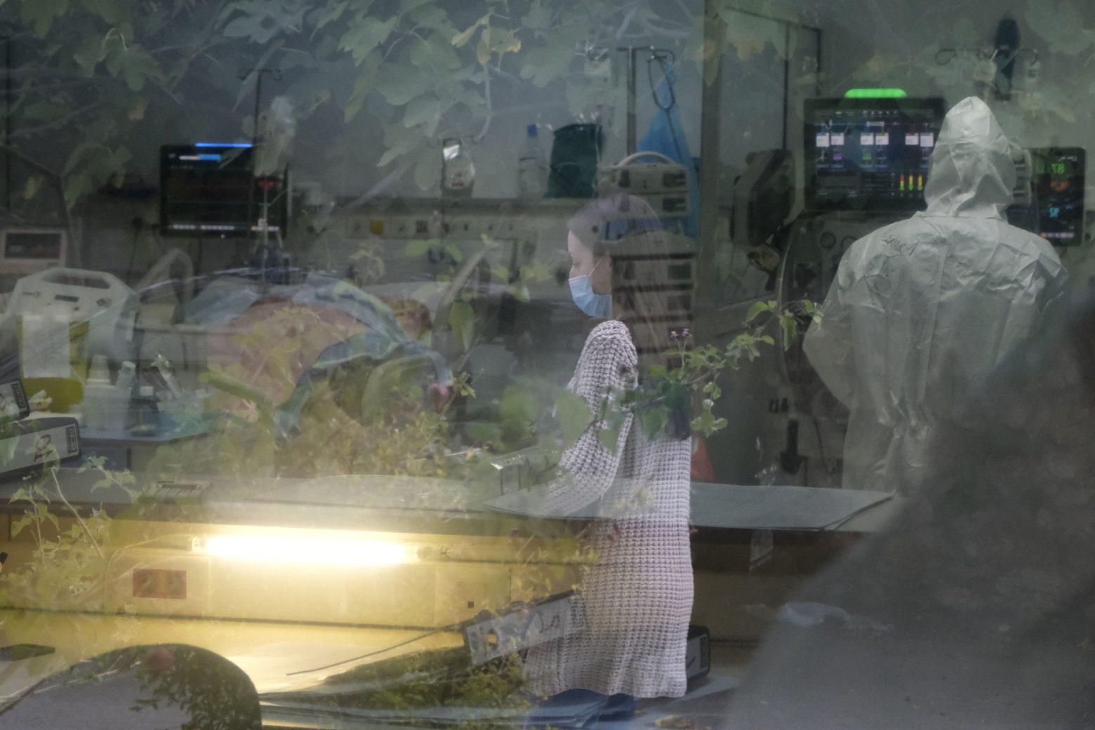 Κοροναϊός – Η κλεψύδρα γύρισε – Προθεσμία λίγων εβδομάδων για να αποφύγουμε το έμφραγμα στις ΜΕΘ κ - in.gr