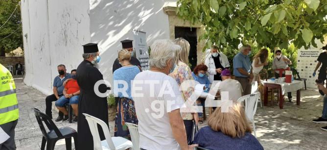 Κρήτη – Μεγάλη συμμετοχή στον εμβολιασμό σε εκκλησία στις Αρχάνες – Γιατί προκλήθηκε αναστάτωση