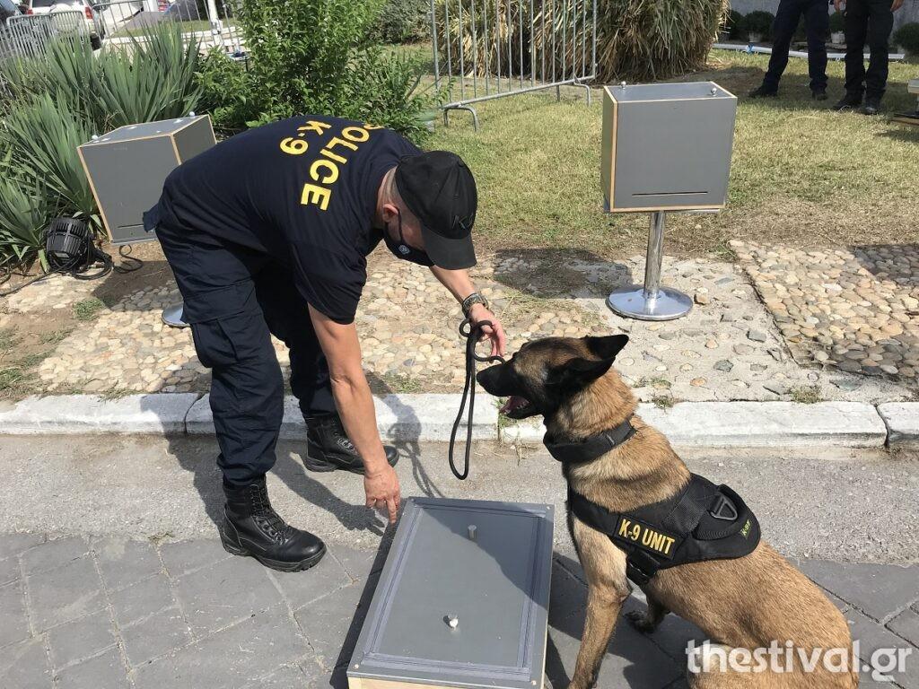 ΔΕΘ – Εκπαιδευμένοι σκύλοι, ένα τζιπ θηρίο και άλλα εντυπωσιακά εκθέματα στο περίπτερο της Αστυνομίας