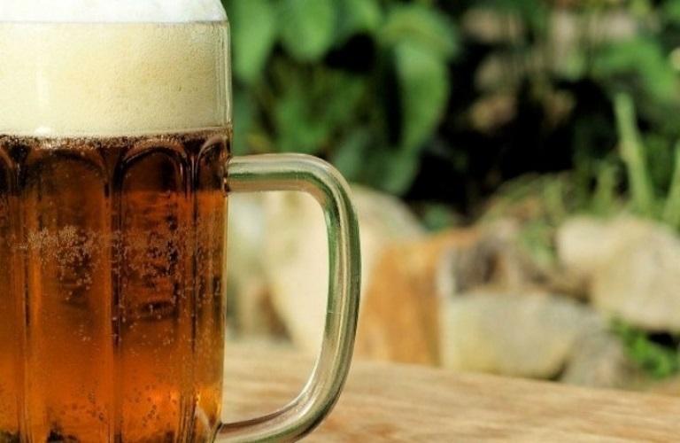 Βρετανία – Απολύθηκε επειδή έπινε μπύρες πριν την βάρδια της αλλά δικαιώθηκε – Θα πάρει 5.000 λίρες