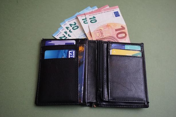 Ευρωζώνη – Μείωση στους μισθούς για πρώτη φορά από το 2011