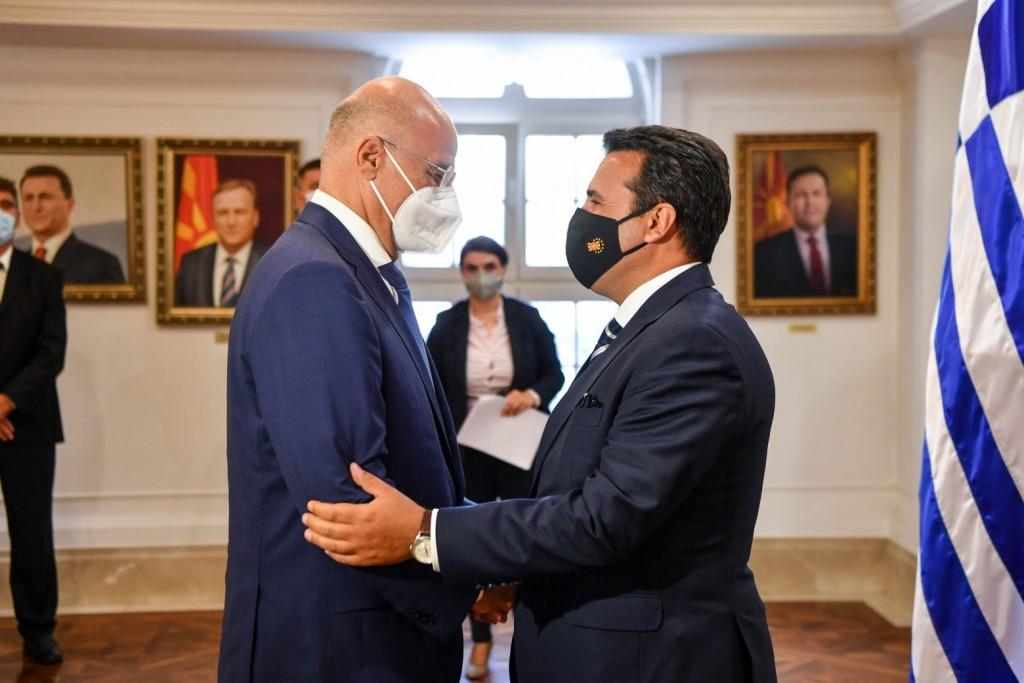 Βόρεια Μακεδονία – Τι ανακοίνωσε η κυβέρνησή της για τη συνάντηση Ζάεφ – Δένδια