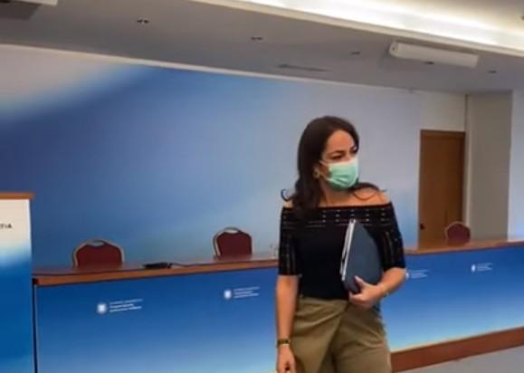 Δόμνα Μιχαηλίδου – Καμεραμάν τη ρώτησε πότε έρχεται η… υπουργός