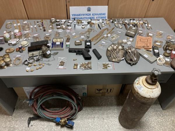 ΕΛΑΣ- Εξαρθρώθηκε εγκληματική οργάνωση με λεία 700.000 ευρώ – Δρούσε σε οκτώ περιοχές της Αττικής