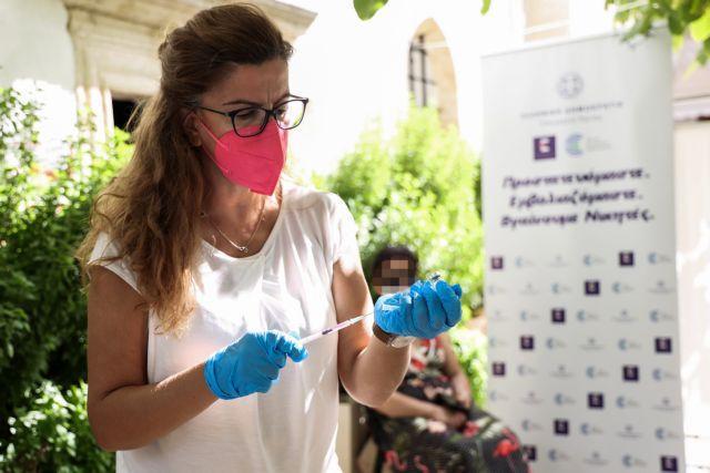 Στο μυαλό των ανεμβολίαστων – Γιατί κάποιοι δεν πείθονται για το… τσίμπημα που μπορεί να τους σώσει τη ζωή