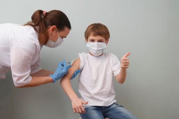 Κοροναϊός – Τέλος του χρόνου η αδειοδότηση για τον εμβολιασμό των παιδιών του Δημοτικού
