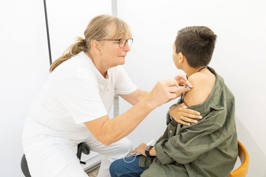 Κεραμέως – Θα έτρεχα να εμβολιάσω τα παιδιά μου – Πότε θα κλείνουν τμήματα