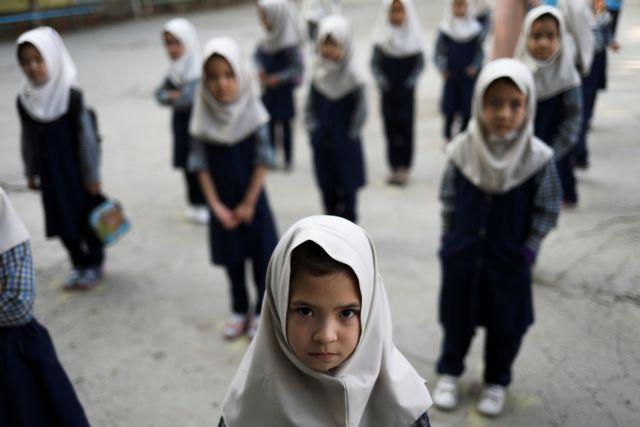 Αφγανιστάν – Η UNESCO ζητά την επιστροφή στις τάξεις των κοριτσιών