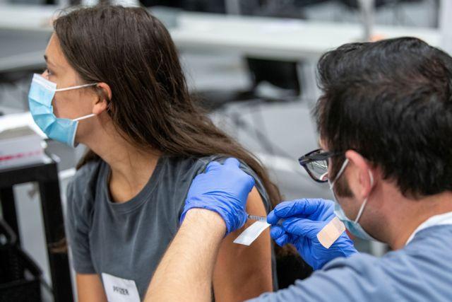 Δημοσκόπηση – ΣΥΡΙΖΑ ψηφίζουν οι ανεμβολίαστοι – Η απάντηση Ηλιόπουλου