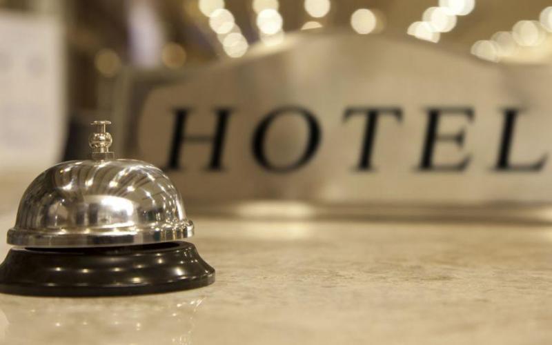 Εργασία παιδιών από δομές ανηλίκων στα ξενοδοχεία – Για αποϊδρυματοποίηση μιλάει η Δ. Μιχαηλίδου – Μοντέλο Φρειδερίκης καταγγέλλει ο ΣΥΡΙΖΑ