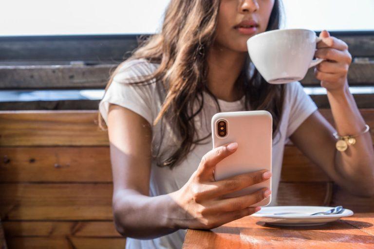 Η Apple σχεδιάζει iPhone που θα βοηθά στη διάγνωση της κατάθλιψης