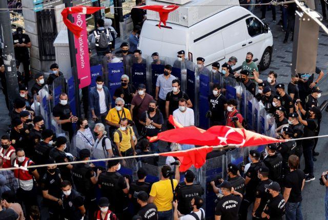 Κοροναϊός – Τουρκία – Διαδήλωση στην Κωνσταντινούπολη κατά του εμβολιασμού και των μέτρων για την πανδημία