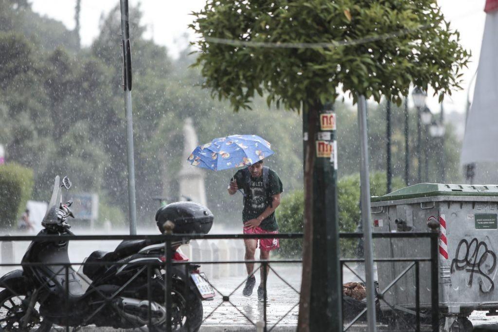 Βόρεια Εύβοια – Κακοκαιρία σάρωσε το Μαντούδι – Πλημμύρισαν οι δρόμοι