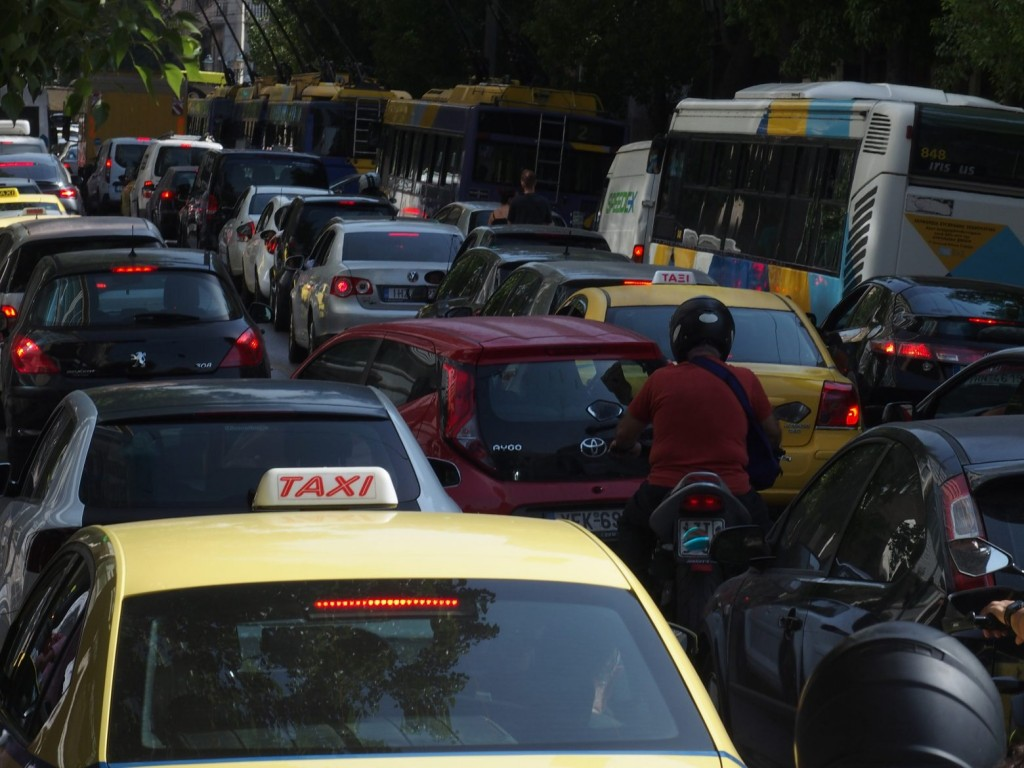 Κίνηση – Χάος στους δρόμους της Αθήνας – Πού παρατηρούνται ουρές χιλιομέτρων [Χάρτης]