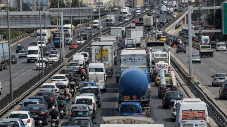 Καραμπόλα πέντε οχημάτων στην Αθηνών – Λαμίας – Κυκλοφοριακό έμφραγμα και ουρές χιλιομέτρων