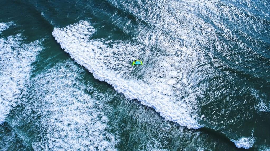 Κουφονήσι – Σοβαρός τραυματισμός kite surfer – Έσπασε και τα δύο του πόδια