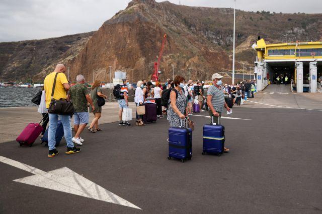 Ισπανία – Άνοιξε ξανά το αεροδρόμιο της Λα Πάλμα μετά την έκρηξη του ηφαιστείου