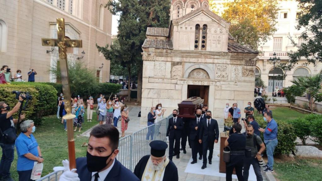 Μίκης Θεοδωράκης – Ολοκληρώθηκε η πρώτη μέρα του λαϊκού προσκυνήματος