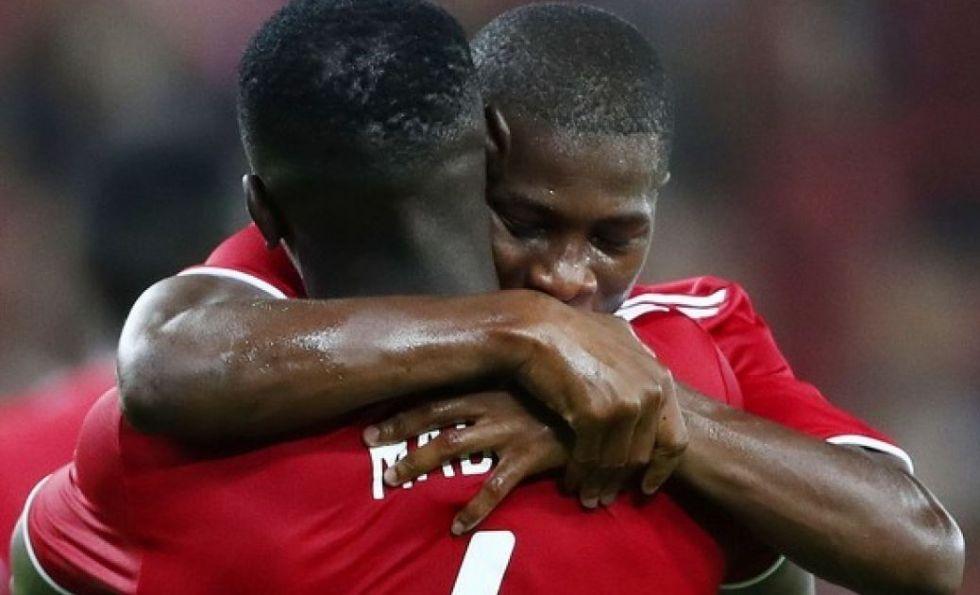 «Ολυμπιακός και Λίβερπουλ ναυλώνουν αεροπλάνο για να βγάλουν τους παίκτες τους από τη Γουινέα»