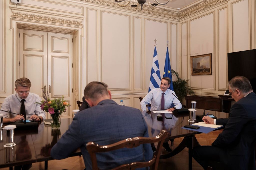 PM Mitsotakis chairs meeting on civil defence action plan, asks for close cooperation
