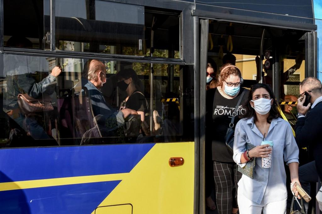 Κοροναϊός – Το δύσκολο φθινόπωρο, το «lockdown» στους ανεμβολίαστους, το «αγκάθι» των Μέσων Μεταφοράς και το σχέδιο της κυβέρνησης