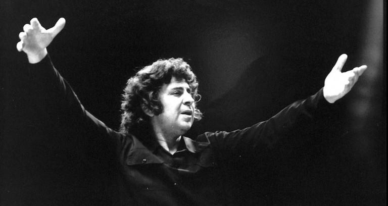 Μίκης Θεοδωράκης – Όταν χόρευε rock n΄ roll με τους νεολαίους της ΕΔΑ